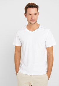 Pier One - 3 PACK  - T-shirts basic - white/black/light grey - 2