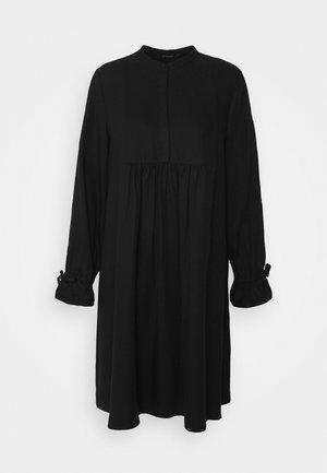 PRALENZA DAIJA DRESS - Košilové šaty - black