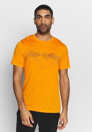 TECH LITE CREWE PEAK PATTERNS - T-shirt con stampa - sun