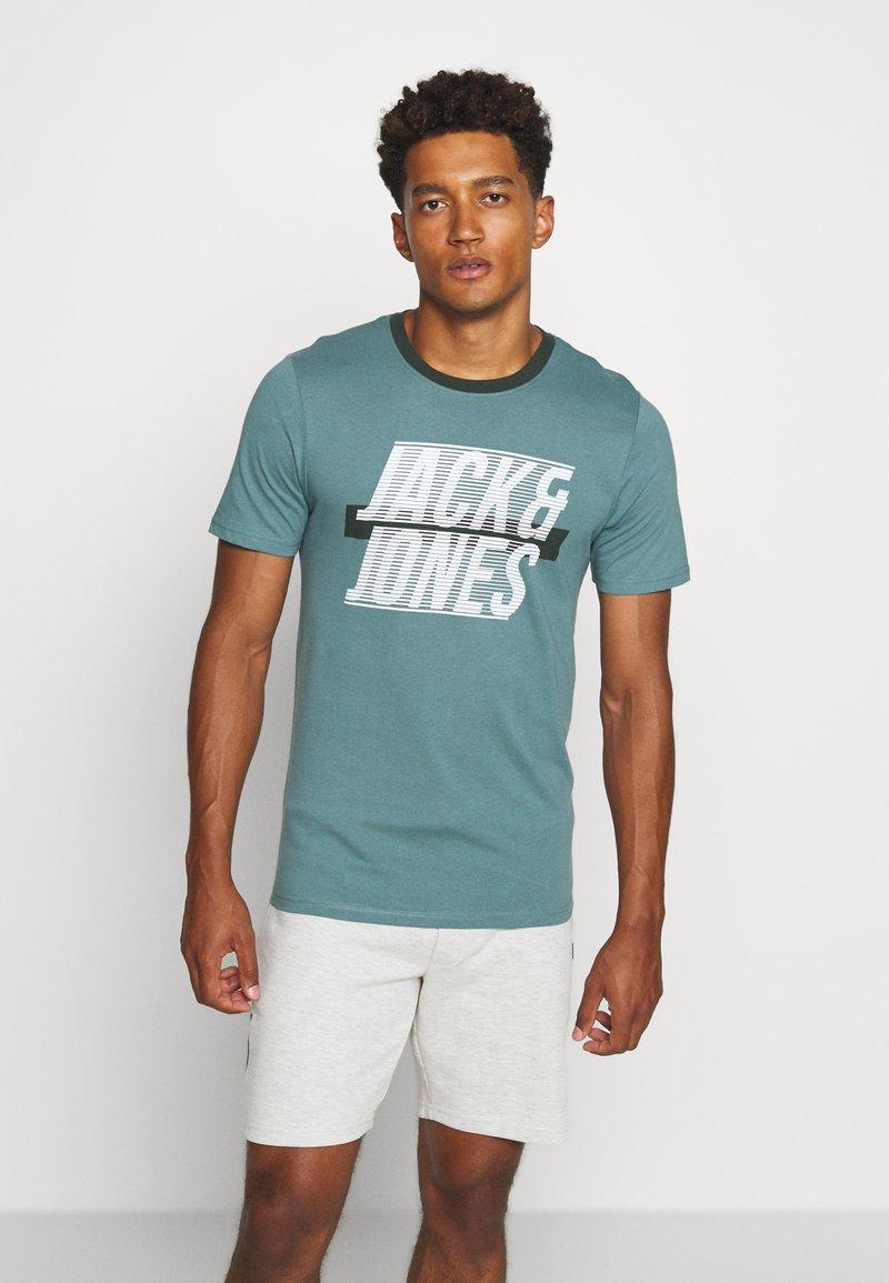 Jack & Jones - JCOLINE TEE CREW  NECK - Triko spotiskem - north atlantic