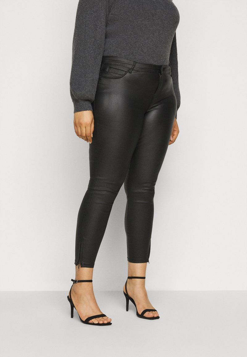 Noisy May Curve - NMKIMMY NW COATED ANKLE PANTS - Trousers - black