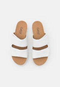 Gabor Comfort - Sandalias planas - weiß - 5
