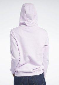 Reebok Classic - CLASSICS VECTOR HOODIE - Bluza z kapturem - pixel pink - 2