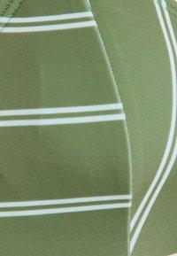 Roxy - Horní díl bikin - vineyard green - 6