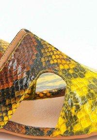 Alma en Pena - GRACE - Mules - moustard - 3