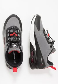 KangaROOS - KX-HYDRO - Trainers - jet black/fiery red - 0
