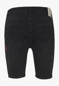 11 DEGREES - RIP AND REPAIR  - Denim shorts - washed black - 1