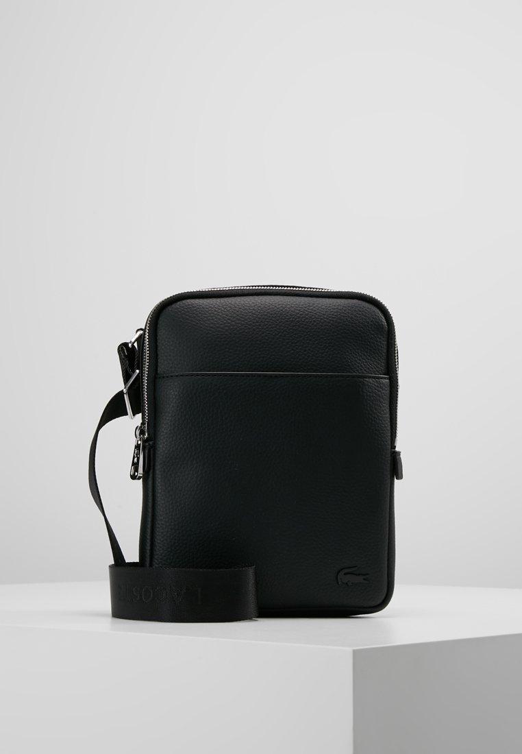 Lacoste - FLAT CROSSOVER BAG - Taška spříčným popruhem - black