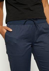 The North Face - WOMEN'S APHRODITE CAPRI - Pantalones montañeros largos - urban navy - 3