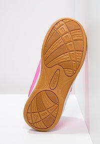Kappa - KICKOFF  - Sports shoes - pink/white - 4