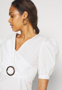 Missguided - PUFF TORTOISE SKATER DRESS POPLIN - Day dress - white - 4