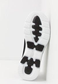 Skechers Performance - GO WALK 5 GARLAND - Chaussures de course - black/white - 4