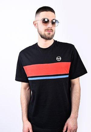 FELUGA  - Print T-shirt - blk/vinred