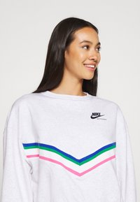 Nike Sportswear - Sweatshirt - birch heather/black - 4