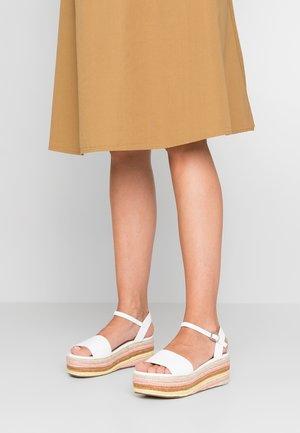 KORRA - Sandály na platformě - white