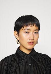 Who What Wear - PLISSE - Button-down blouse - black - 3