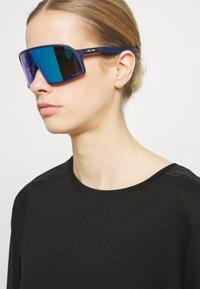 Oakley - SUTRO UNISEX - Sonnenbrille - matte navy - 0