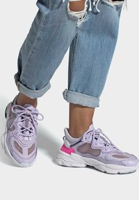 adidas Originals - OZWEEGO LITE W - Trainers - purple - 0