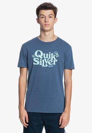 TALL HEIGHTS  - Print T-shirt - sargasso sea