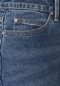 VILA PETITE - VISOMMER  - Džíny Slim Fit - medium blue denim - 2