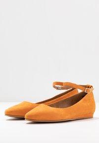 Tamaris - Ballerina's met enkelbandjes - orange - 4
