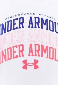 Under Armour - MULTI COLOR COLLEGIATE - Camiseta estampada - white - 5