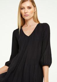comma - MIT KONTRAST-DETAILS - Day dress - black - 3