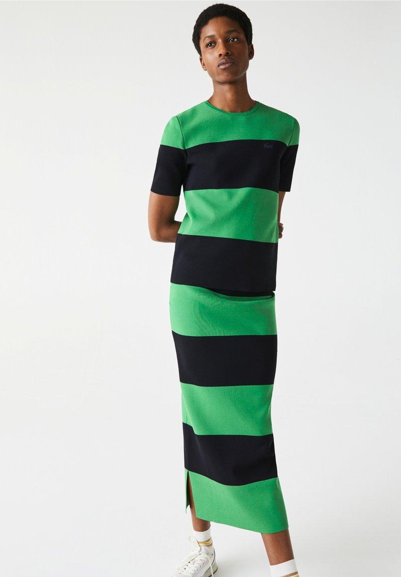 Lacoste LIVE - Print T-shirt - vert / bleu marine