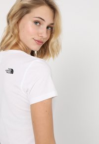 The North Face - SIMPLE DOME TEE - Basic T-shirt - white/black - 4