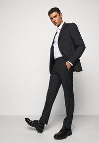 Emporio Armani - SUIT - Suit - black - 6