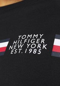 Tommy Hilfiger - SPLIT TEE - Print T-shirt - black - 3