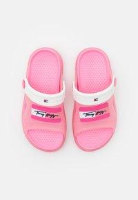 Tommy Hilfiger - Chanclas de baño - pink/white - 3