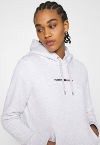 Tommy Jeans - LINEAR LOGO HOODIE - Sweat à capuche - silver grey heather - 3