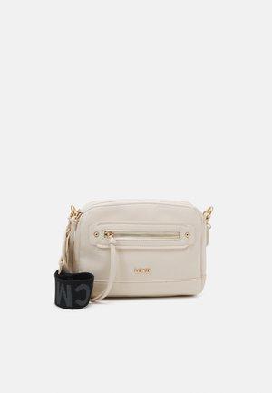 GIANNA - Across body bag - off-white