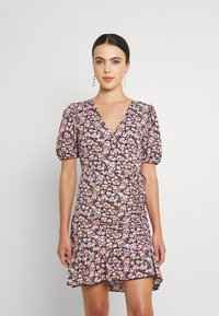 Gina Tricot - MAYA DRESS - Sukienka z dżerseju - pink ditsy - 0