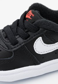 Nike Sportswear - FORCE 1 CRIB - Krabbelschuh - black/white/flash crimson - 5