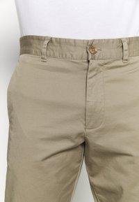 Peak Performance - MOMENT NARROW PANT - Kalhoty - true beige - 3