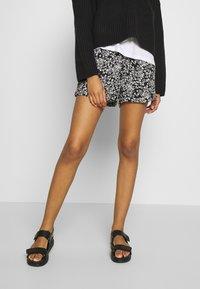 Le Temps Des Cerises - IRIS - Shorts - black - 0