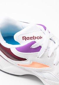 Reebok Classic - AZTREK 96 LIGHTWEIGHT CUSHION SHOES - Trainers - white/porcelain/maroon - 2