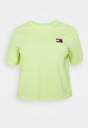 BADGE TEE - T-shirts print - faded lime