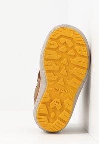 Superfit - GROOVY - Zimní obuv - braun - 4