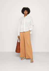 CLOSED - KARLA - Button-down blouse - offwhite - 1