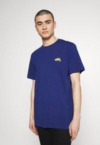 Diesel - BMOWT-JUST-B T-SHIRT - T-shirt con stampa - blue - 0