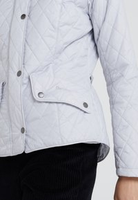 Barbour - FLYWEIGHT CAVALRY QUILT - Light jacket - ice white - 5