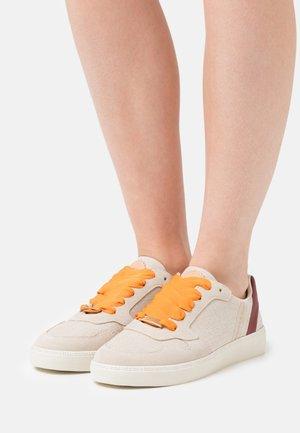 LAURITE  - Sneakers laag - weiß