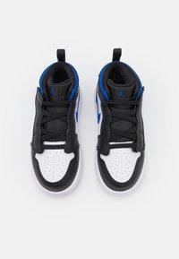 Jordan - 1 MID UNISEX - Obuwie do koszykówki - white/racer blue/black - 3