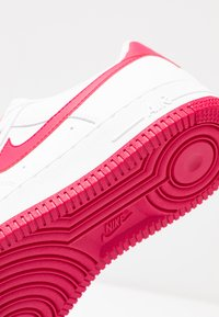 Nike Sportswear - AIR FORCE 1'07 - Trainers - white/wild cherry/noble red - 2