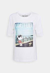 ONLPEANUTS LIFE BOXY VACAY - Print T-shirt - bright white