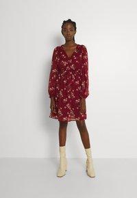 Vero Moda - VMFRAYA V NECK BALLOON DRESS - Shirt dress - cabernet - 0
