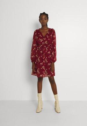 VMFRAYA V NECK BALLOON DRESS - Shirt dress - cabernet